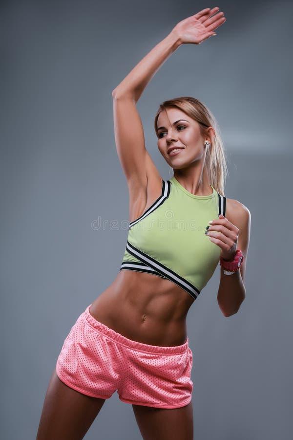行动的运动肌肉妇女 库存照片