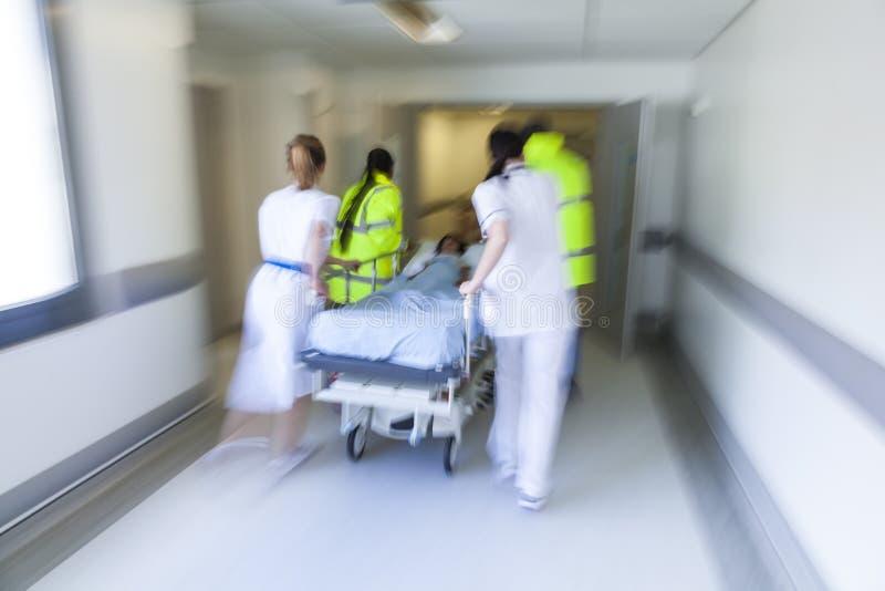 行动迷离担架盖尼式床耐心医院紧急状态 库存图片