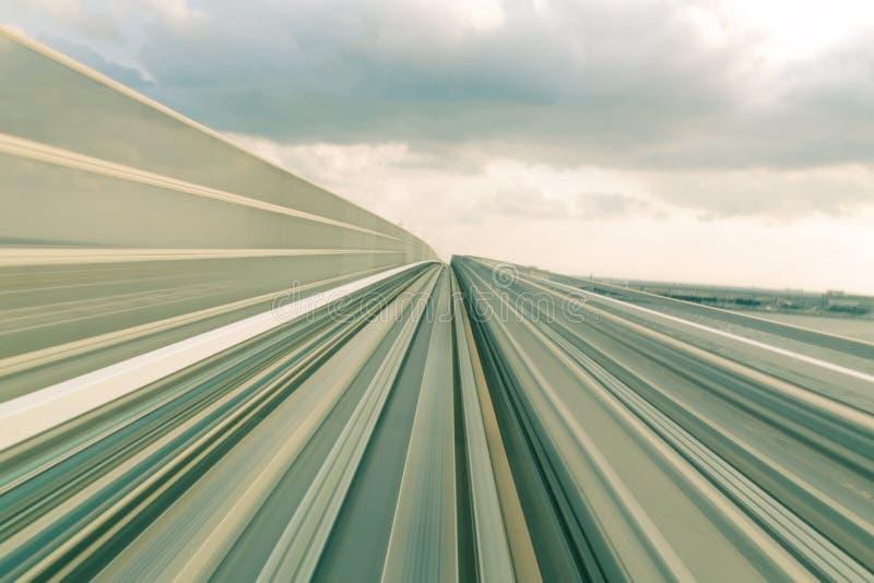 行动速度火车移动的轨道 免版税库存图片