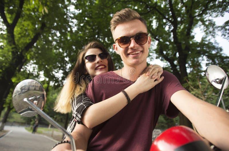 行家夫妇在公园 图库摄影