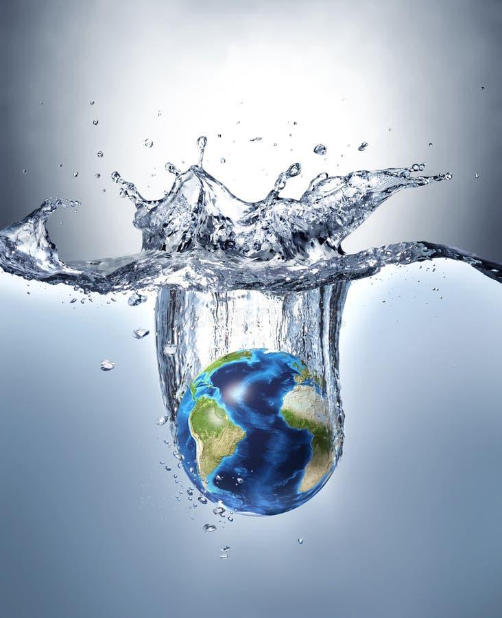 行星地球,飞溅入水 免版税库存图片
