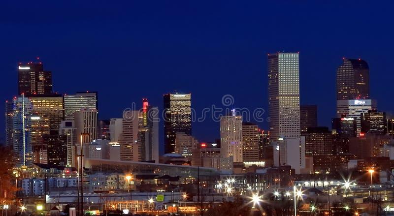 街市丹佛,科罗拉多,在晚上 免版税图库摄影