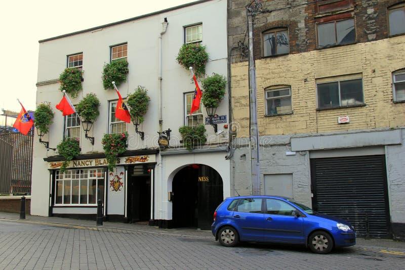 街市五行民谣,在著名南希布雷克的地道爱尔兰酒吧附近,爱尔兰, 2014年 图库摄影