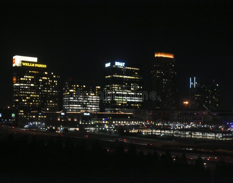 街市亚特兰大在晚上 免版税库存照片