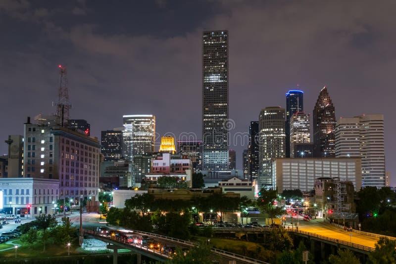 街市休斯敦,得克萨斯地平线全景在夜之前 免版税库存照片