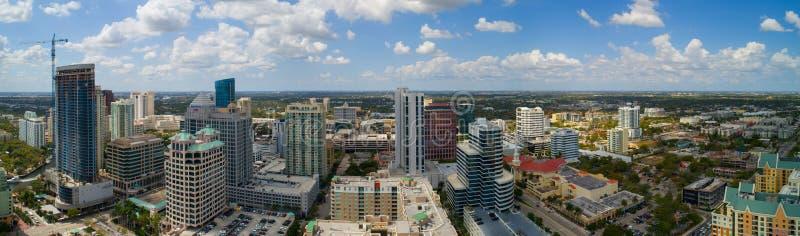 街市劳德代尔堡佛罗里达美国空中全景照片  免版税图库摄影