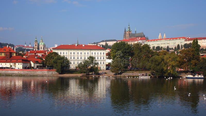 街市和布拉格城堡,历史的中心的布拉格,联合国科教文组织世界遗产名录中心全景  免版税库存图片