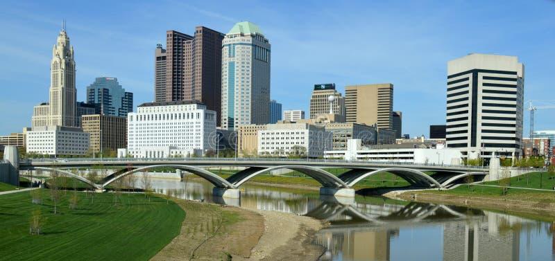 街市哥伦布俄亥俄地平线富有的街道桥梁 库存图片