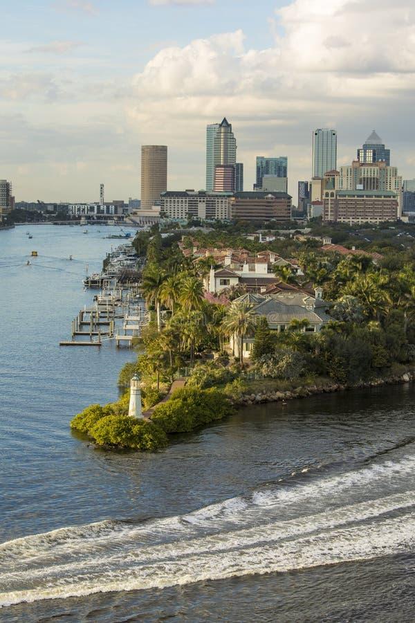 街市坦帕,佛罗里达垂直的看法  库存图片