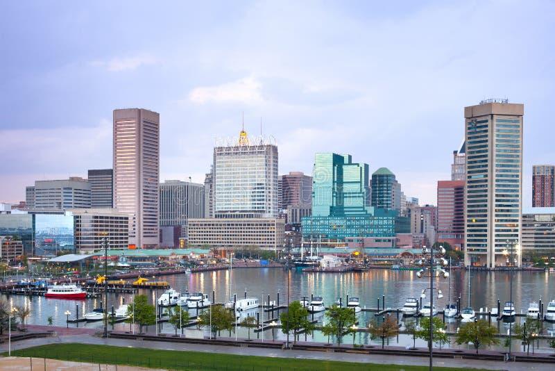 街市城市地平线和内在港口在巴尔的摩 图库摄影