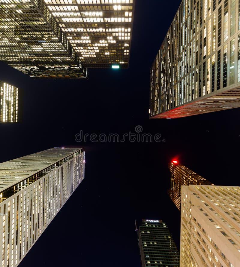 街市大厦在多伦多在晚上 库存图片