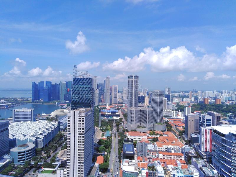 街市新加坡鸟瞰图  免版税库存图片
