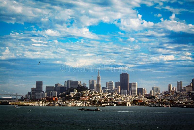 街市旧金山看法从阿尔卡特拉斯岛,加利福尼亚的 免版税库存图片