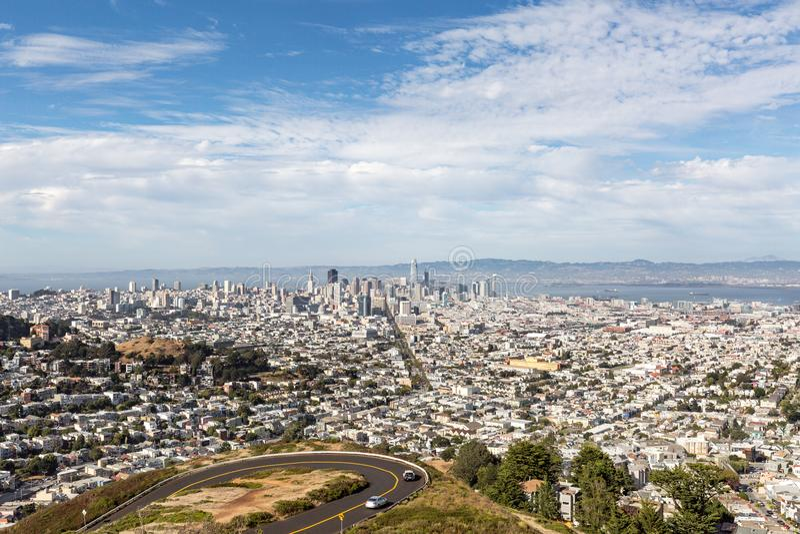 街市旧金山,加利福尼亚,美国看法从双峰顶的 免版税库存图片