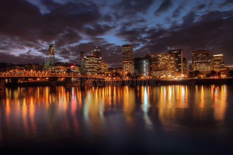 街市晚上波特兰地平线 免版税库存图片