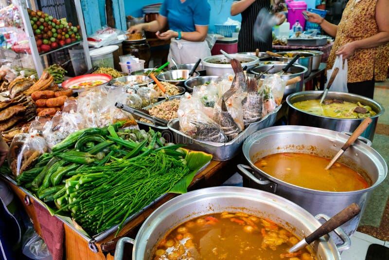 街市本机能买一切的地方,从食物 免版税库存图片