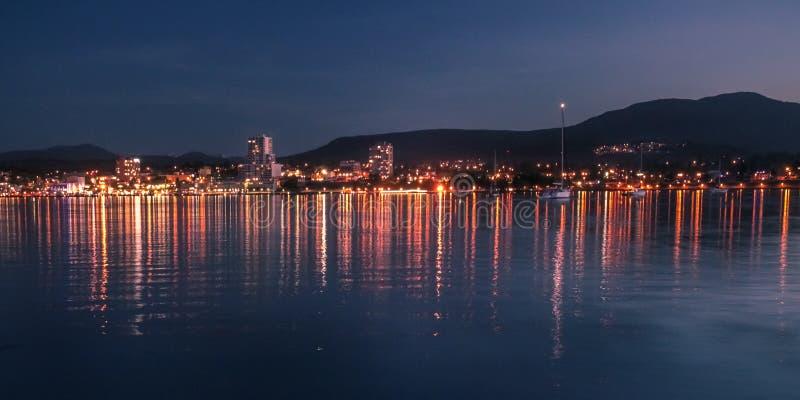 街市纳奈莫港口在晚上 免版税图库摄影