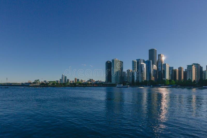 街市芝加哥地平线在密执安湖的,在芝加哥,美国 库存照片