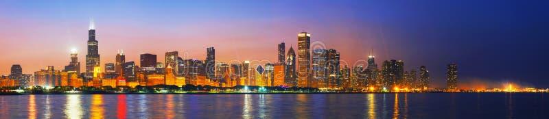 街市芝加哥,日落的IL 库存照片