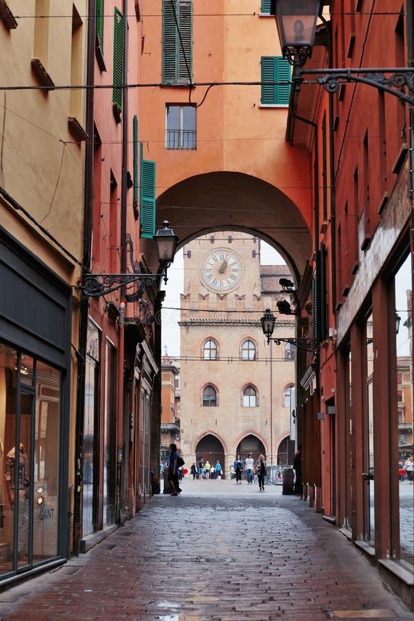 街市街道波隆纳意大利的全视图 免版税库存图片