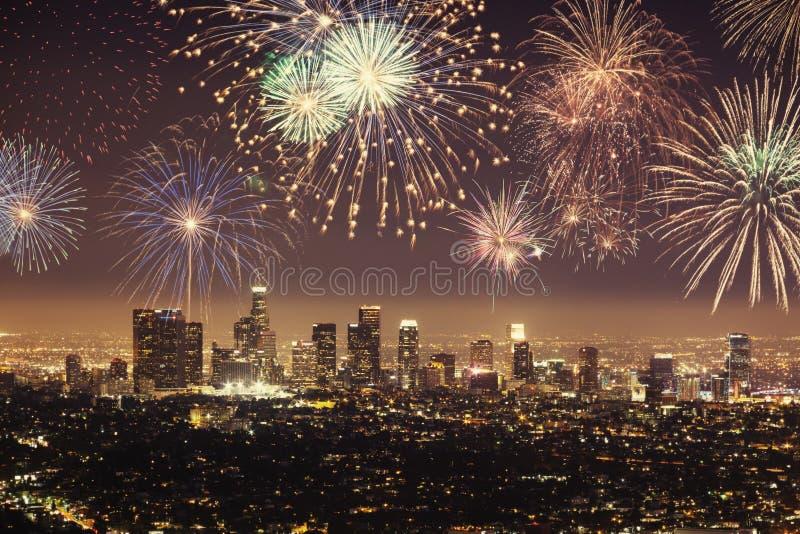 街市洛杉矶都市风景人造偏光板与庆祝除夕的烟花的 图库摄影