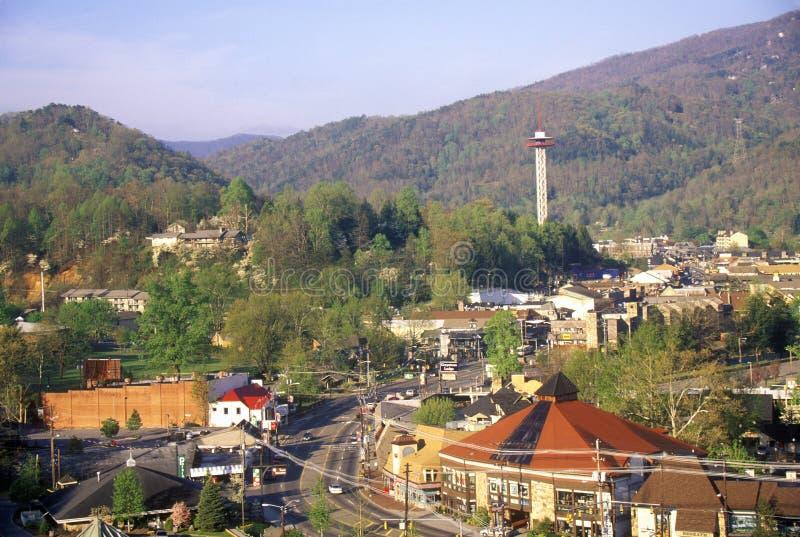 街市Gatlinburg, TN看法在Smokey山国家公园春天 免版税库存图片
