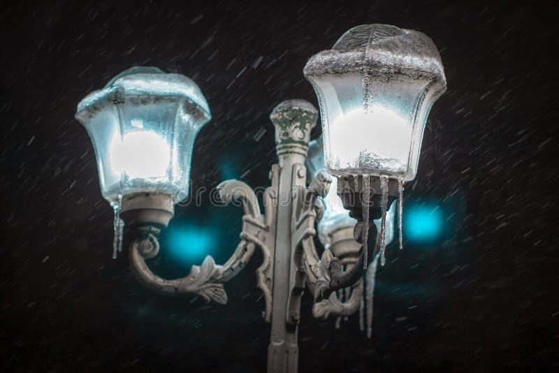 街灯冬天夜 库存图片
