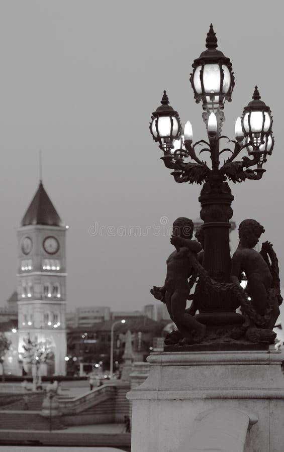 街灯和教会 图库摄影