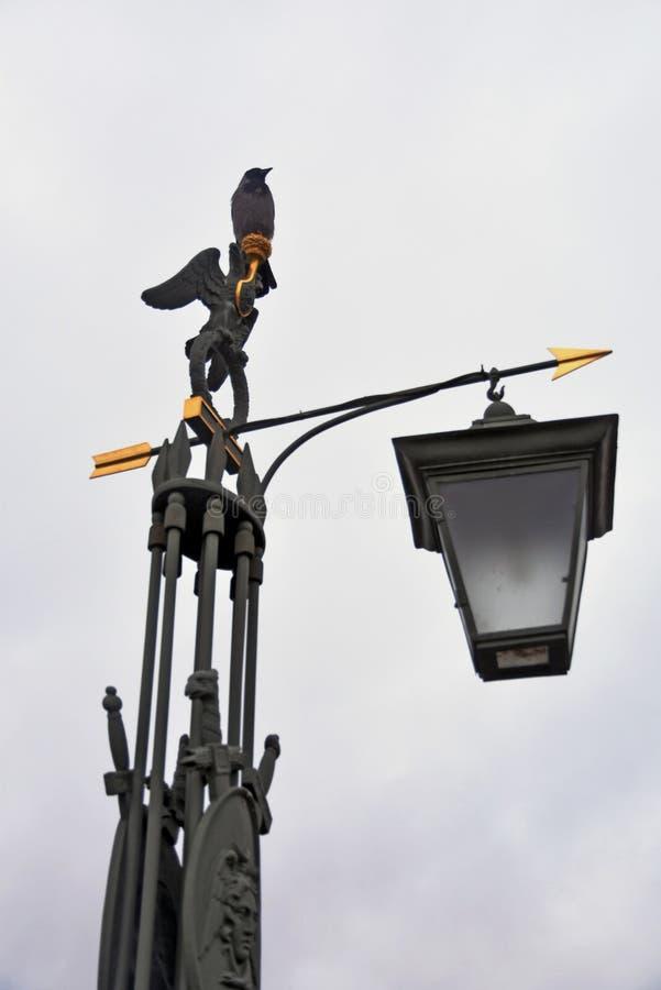 街灯在圣彼德堡 对彼得和保罗堡垒的入口 免版税图库摄影
