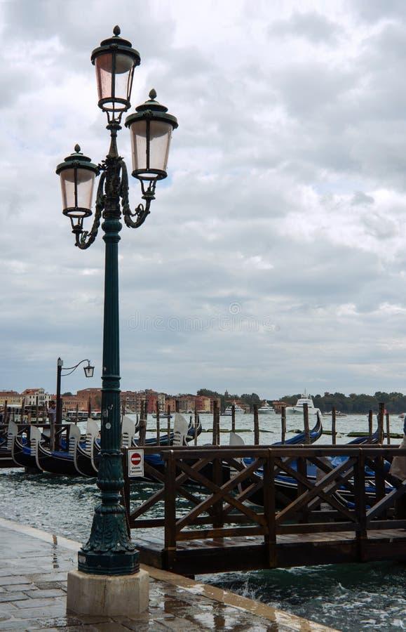 街灯在威尼斯在东北意大利 免版税库存图片