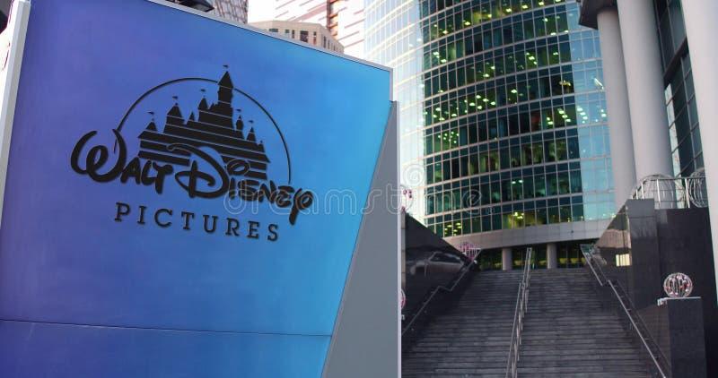 街道与华特・迪士尼的标志板生动描述商标 现代办公室中心摩天大楼和台阶背景 社论3D 向量例证