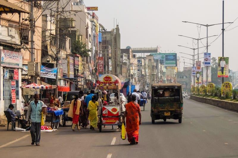 街道交通在维杰亚瓦达,印度 免版税库存照片