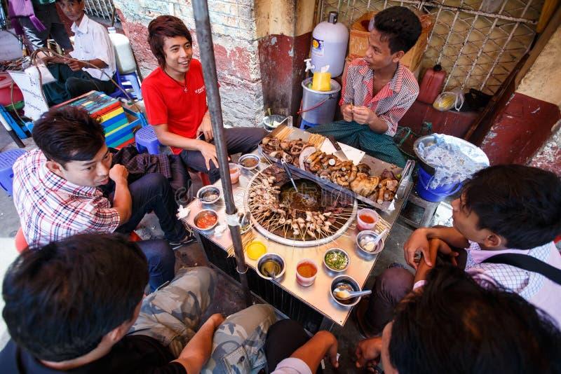 街道人生的仰光,缅甸 图库摄影