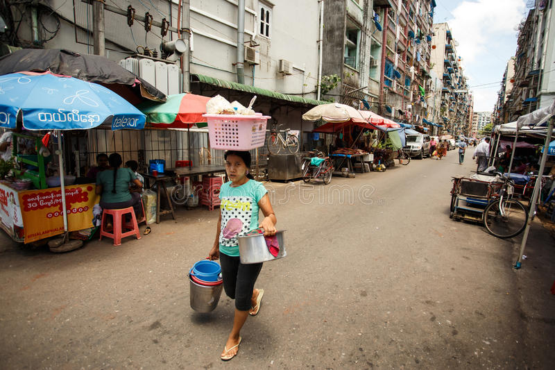 街道人生的仰光,缅甸 免版税库存照片