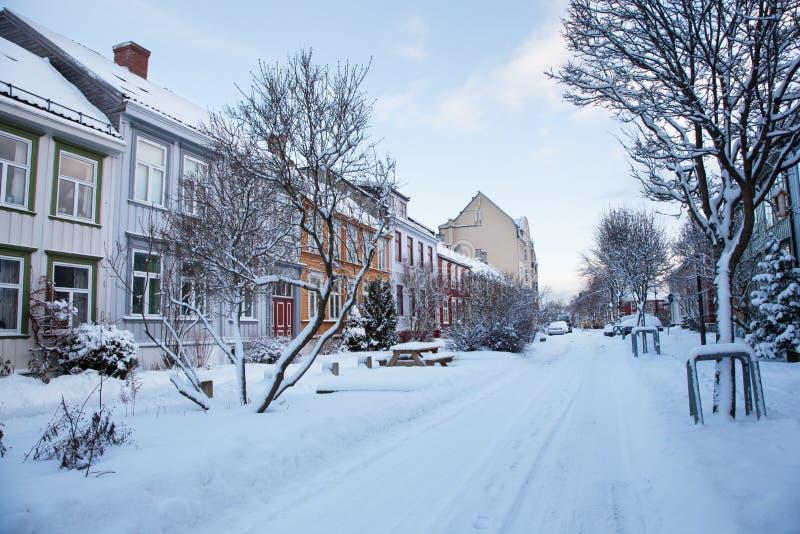 街道冬天视图在特隆赫姆市挪威 免版税库存图片