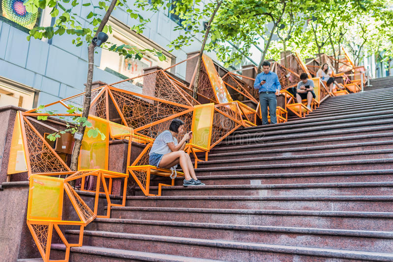 街道台阶人智能手机伦敦苏豪区中央香港 免版税库存照片
