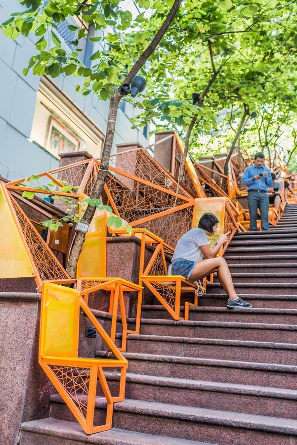 街道台阶人智能手机伦敦苏豪区中央香港 图库摄影