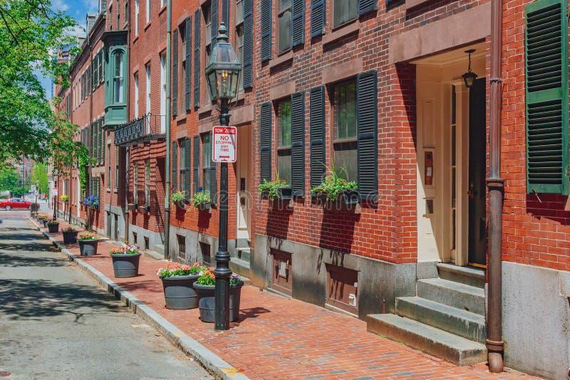 街道和议院在灯塔山,波士顿,美国 库存照片