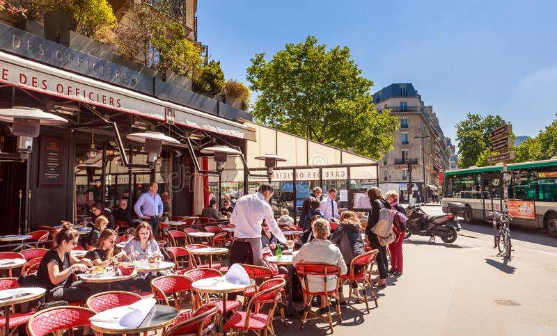 街道咖啡馆 法国巴黎 免版税图库摄影