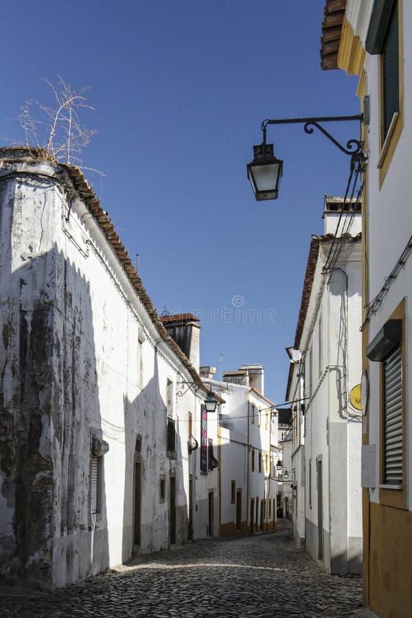 街道在埃武拉,葡萄牙 免版税库存照片