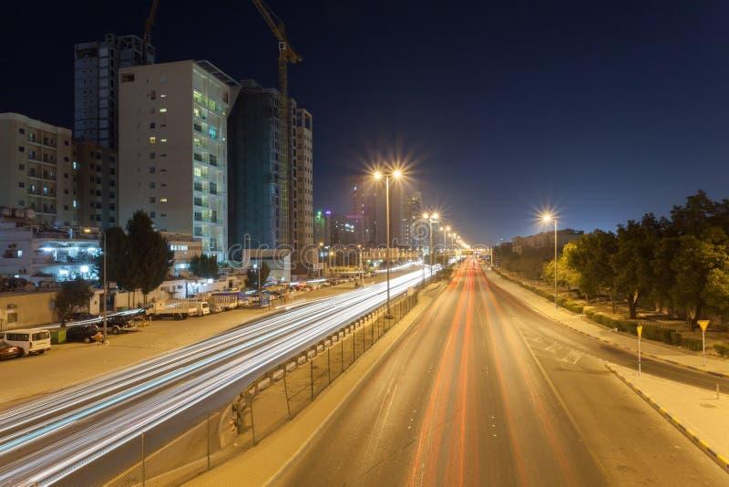 街道在市科威特在晚上 库存图片