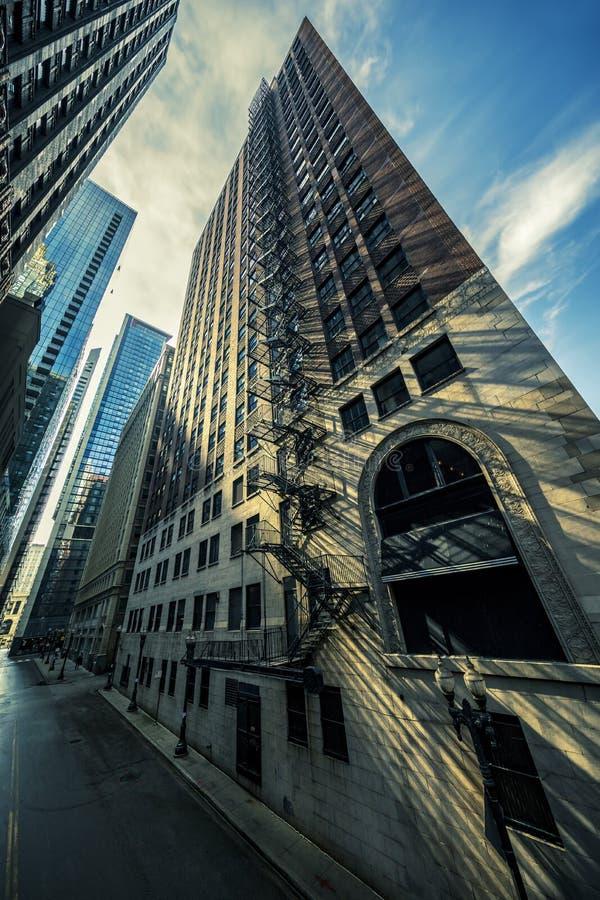 街道在有早晨光的芝加哥 免版税库存图片