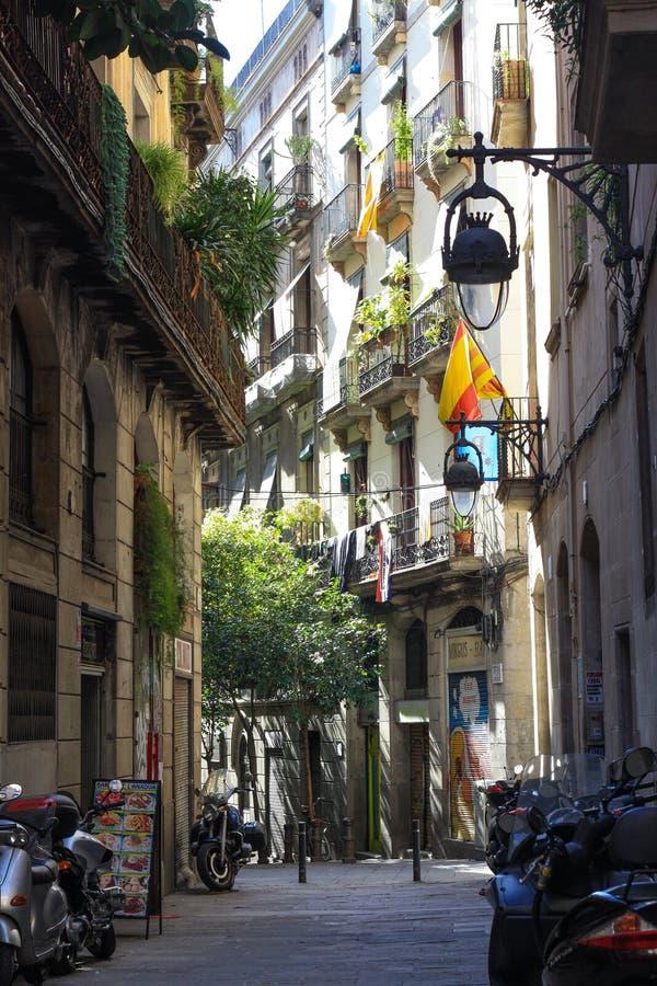 街道在老镇,哥特式处所,巴塞罗那,西班牙 免版税图库摄影