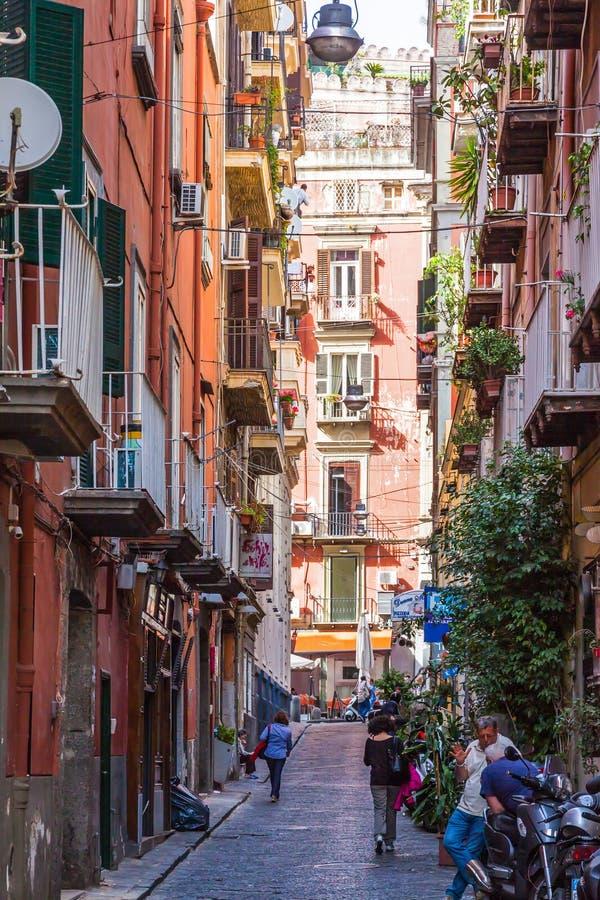 街道在那不勒斯市,意大利的历史的中心 免版税库存照片