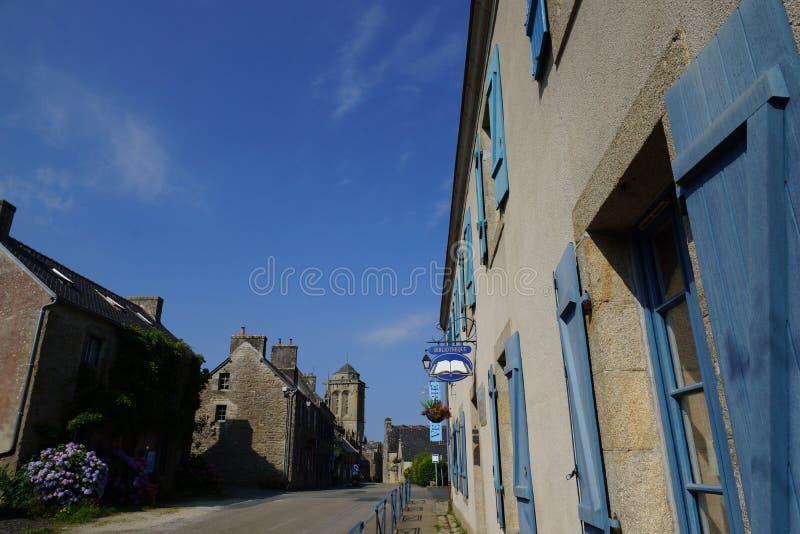 街道在洛克罗南村庄在布里坦尼,法国 图库摄影
