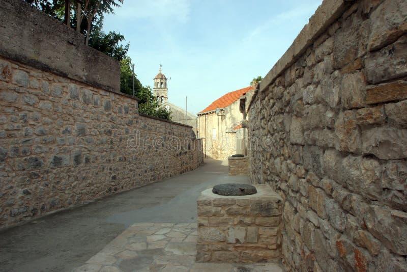 街道在Blato一个小克罗地亚镇在Korcula海岛,克罗地亚上的 库存照片