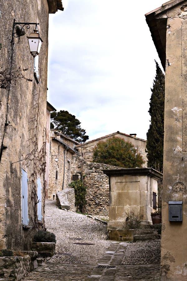街道在Provencal村庄 免版税库存照片