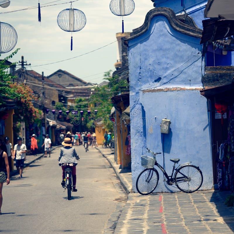 街道场面在会安市,越南 免版税库存图片