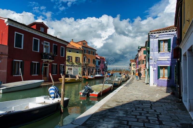 街道场面在Burano,在威尼斯附近,意大利 免版税库存照片