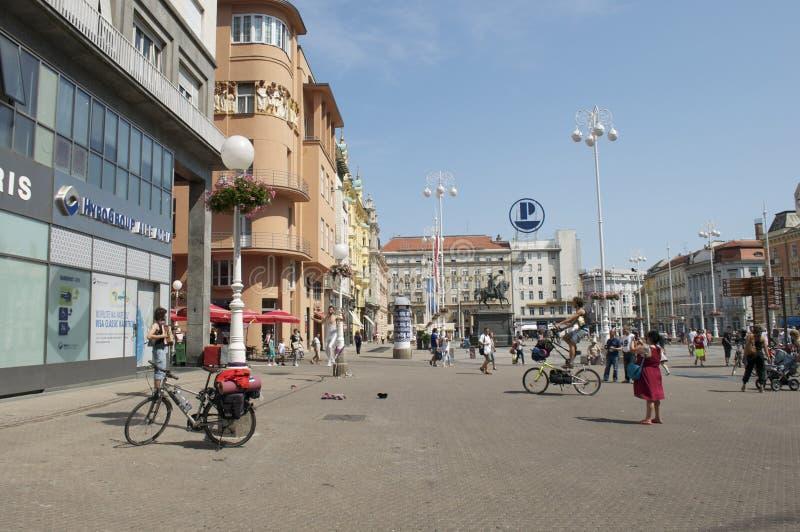 街道执行者在欧洲城市的中心 免版税库存图片